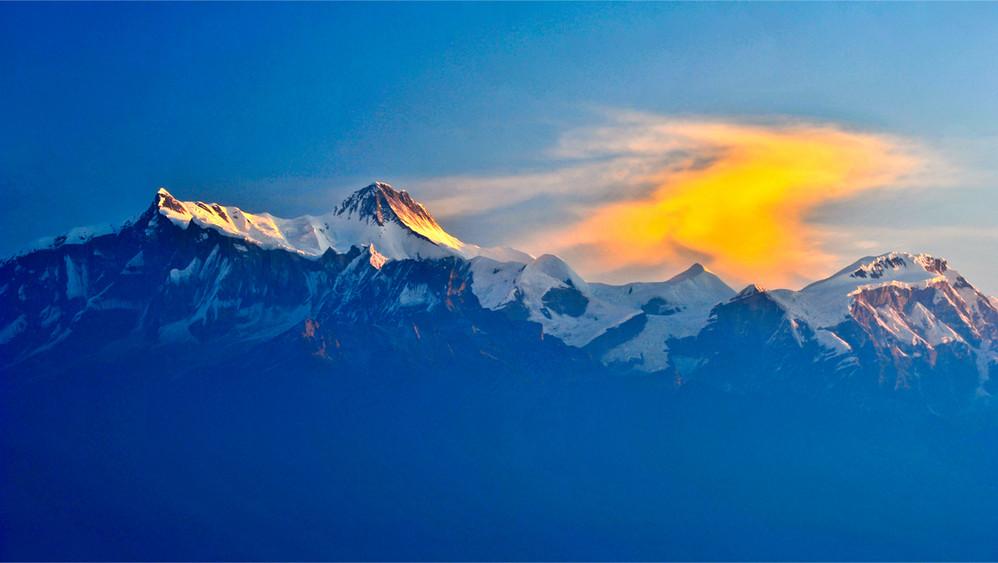 去尼泊尔,穿着短袖看雪山!